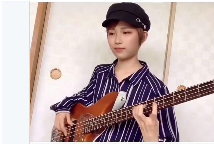 ベース少女:アヤコノ